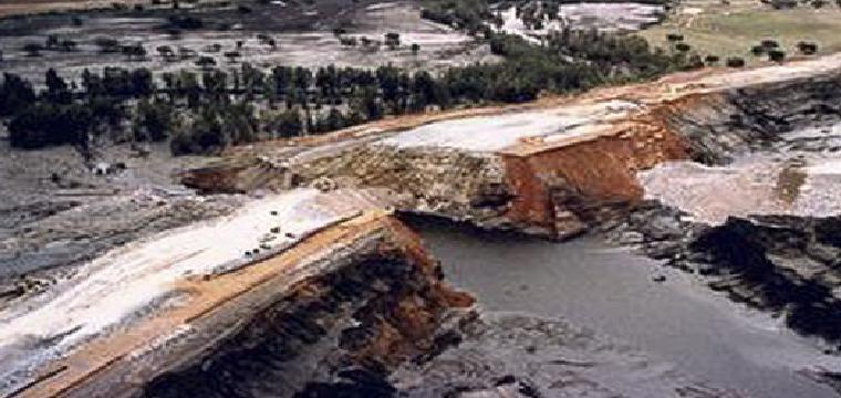 La rotura de la balsa, el 25 de abril de 1998. /FOTO:CSIC