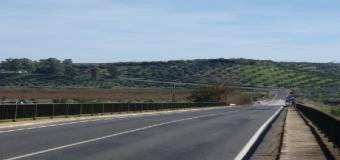 Cuatro heridos en un choque frontal en la carretera de Sanlúcar La Mayor