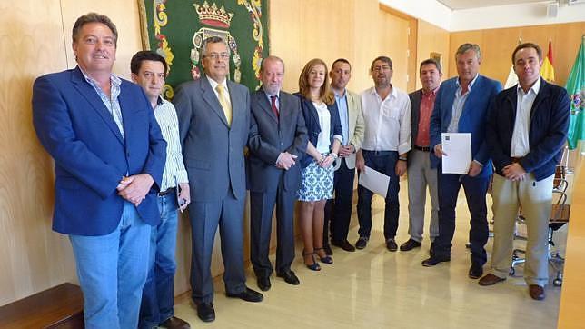 Rodríguez Villalobos con los alcaldes de los municipios