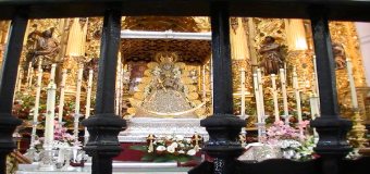 Tras el Salto a la Reja, la Virgen del Rocío hace su primera parada en Huévar
