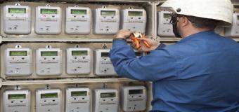 Lo contadores eléctricos inteligentes ya están siendo colocados en Huévar