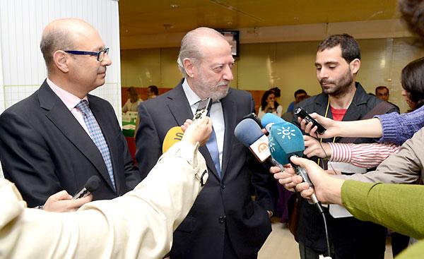 Rodríguez Villalobos en la presentación ayer de los dispositivos de detección de drogas en los conductores.