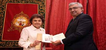 Dña Carmen Laffón recibe el II premio de Cultura de la Hispalense