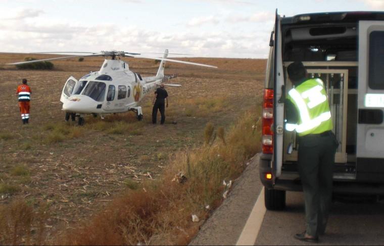Imagen de archivo: Servicio de emergencia en accidente de la A-8064