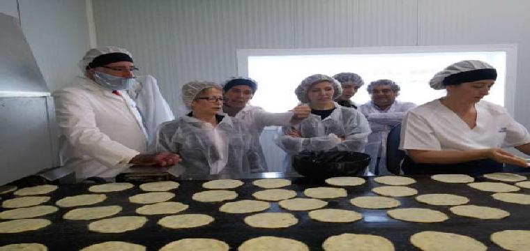 Elena Víboras visita la fábrica de Inés Rosales