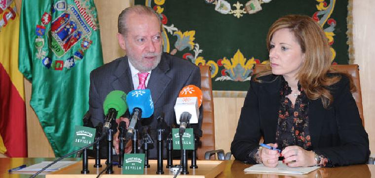 El presidende de la Diputación de Sevilla, Fernando Rodríguez Villalobos, en la presentación del plan de urgencia municipal.