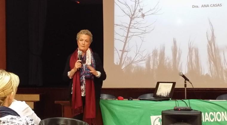 La Doctora Ana Casas en un momento de su intervención