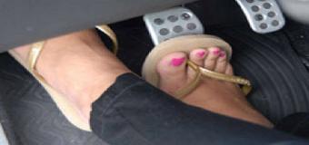 Llega el verano y con ello las multas por conducir con chanclas o sandalias