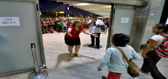 Los primeros niños saharauis llegan a Sevilla para pasar el verano con sus familias de acogida