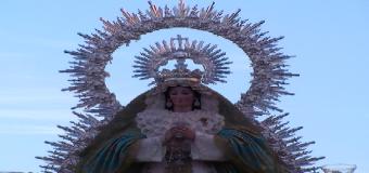 La Patrona de Huévar y unión de todos salio al encuentro de sus fieles.