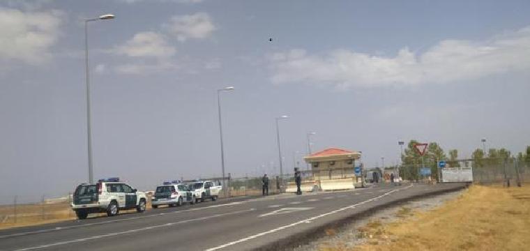 Control de la Guardia Civil en la entrada a la base
