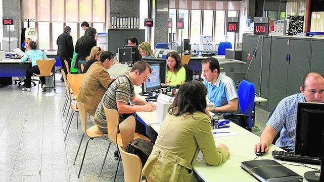 funcionarios-oficinas-Empleo-incrementado-trabajo_ECDIMA20131127_0013_4