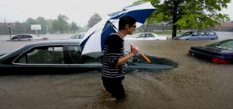 Atrapados en el coche por una riada: ¿Qué debemos hacer?
