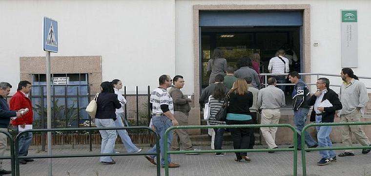 Usuarios, en una oficina del Servicio Andaluz de Empleo