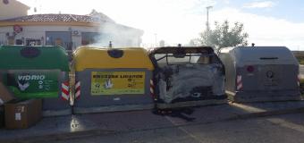 Arde un contenedor de basura en Huévar