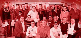 El coro de campanilleros de Tomares anuncia la Navidad en Huévar