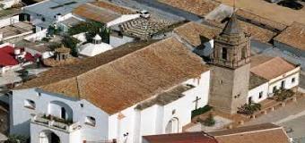"""El párroco abre la """"Operación Teja"""" para rehabilitar el templo de la Asunción"""