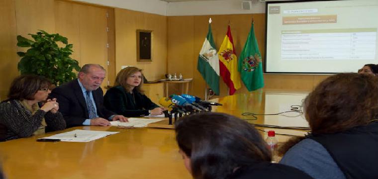 El presidente de la Diputación de Sevilla, Fernando Rodríguez Villalobos, ha presentado el Plan de Cohesión Social e Igualdad 2016-2019/SA