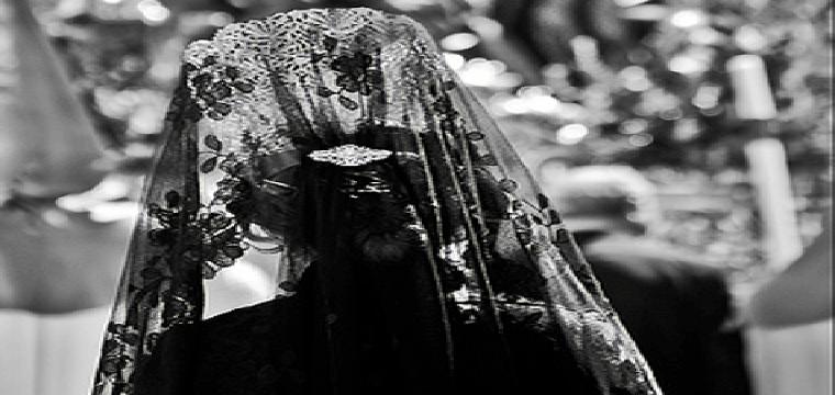 Foto  Guijarro85  Mujer de mantilla en una procesión.