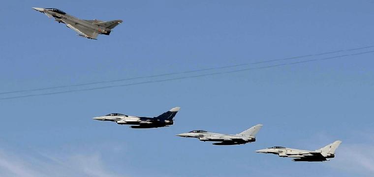 Maniobras militares han podido romper la barrera del sonido y provocar temblores. / Paco Pérez (Efe)