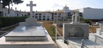 Condenan a una pareja a un año de prisión por robar 24 floreros de aluminio del cementerio de Olivares