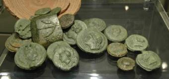Localizan en Tomares ánforas con 600 kilos de monedas de bronce romanas