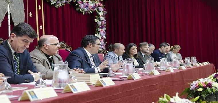 Juan Ignacio Reales, presidente de la Matriz almonteña da la bienvenida a las 117 filiales.