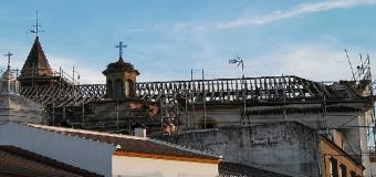 La Iglesía de Huévar sufre por dentro y por fuera
