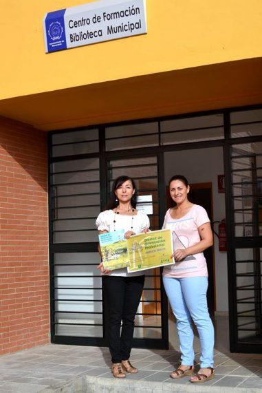 A la derecha de la Imagen la Concejal Ana Caro junto a la Directora del Centro de ASAJA en Huévar del Aljarafe