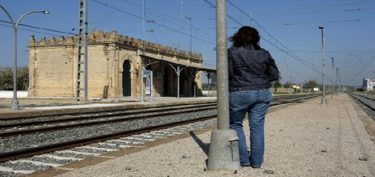 Estación de tren del municipio sevillano de Aznalcázar. / Paco Cazalla