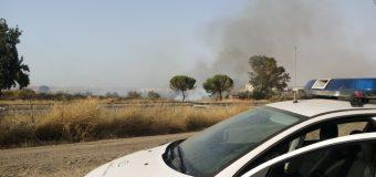 La Policía Local interviene en la extinción de un incendio a pie de la A-49