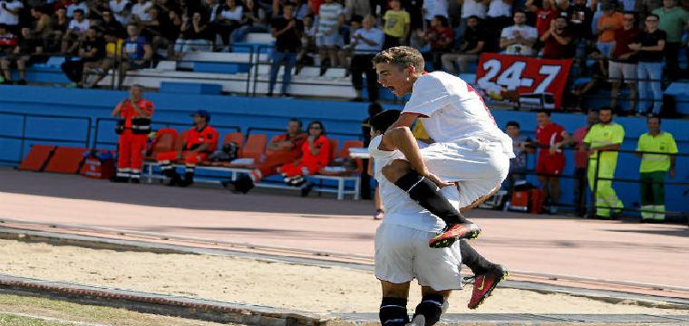 Algunos jugadores del Sevilla celebran uno de los tantos. Marina Ruiz