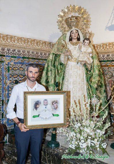 Isi Borrego Moreno junto con María Santísima de la Sangre