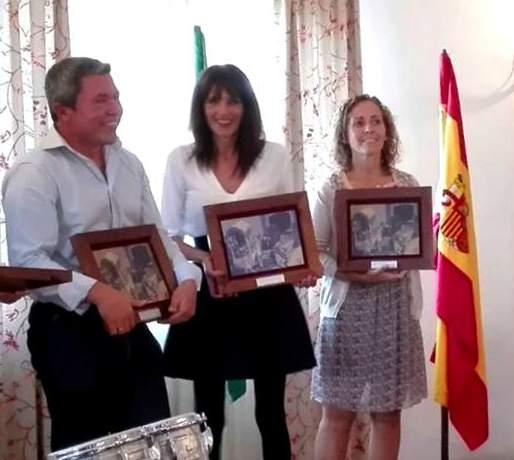 En el Centro de la imagen la regidora de Huévar Áurea María Borrego