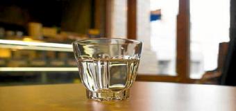La Junta de Andalucía obliga a bares y restaurantes a ofrecer agua gratis