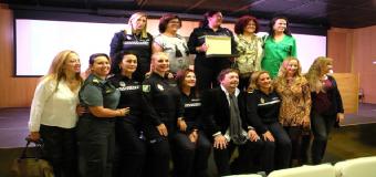 Las mujeres Policía reciben su agradecimiento