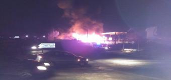 Incendio en las instalaciones de reciclaje de plásticos del polígono industrial Novaparq de Carrion de los Céspedes.