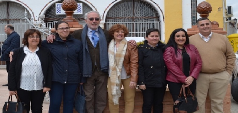 El presidente de Inés Rosales acompañado de varios trabajadores - ABC