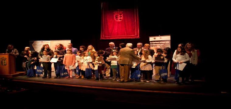 Momento de la entrega de premios - Foto. Ayunt. de Huévar