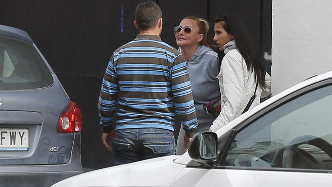 Encuentro entre las dos familias en la calle. TEXTO: FERNANDO PÉREZ ÁVILA / VÍDEOS: ANTONIO PIZARRO 13 Marzo, 2017 - 12:45h