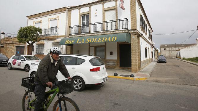El bar La Soledad, que regentaba la víctima. / ANTONIO PIZARRO