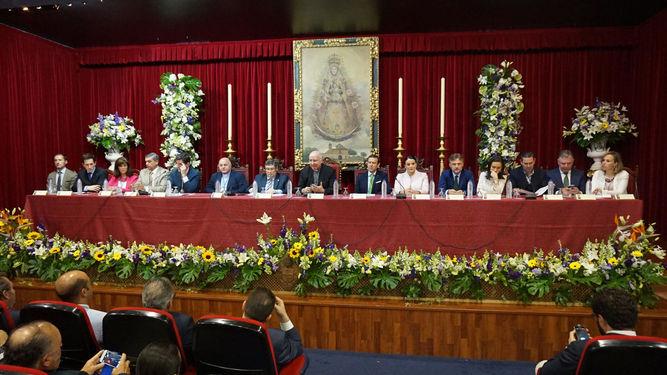 Un momento de la Asamblea General de presidentes y hermanos mayores, presidida por el obispo de Huelva, José Vilaplana. / FOTOS: CARLOS LÓPEZ (Huelva Información)