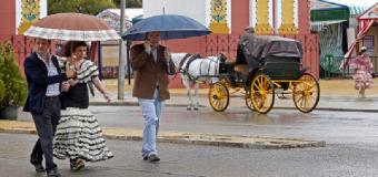La lluvia volverá  a regar el albero de la Feria de Abril