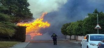 ESPARTINAS – Un incendio quema varias casas, un coche y un Club social
