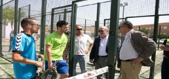 «Todos los municipios pequeños tienen dos  pistas de pádel y campos de fútbol homologados»