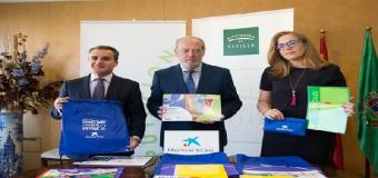 Diputación de Sevilla y la Obra Social La Caixa reparten más de 17.000 bolsas con material escolar en la provincia