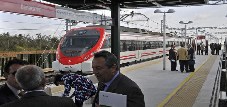 Un momento de la inauguración del Cercanías del Aljarafe en 2011. / JUAN CARLOS VÁZQUEZ