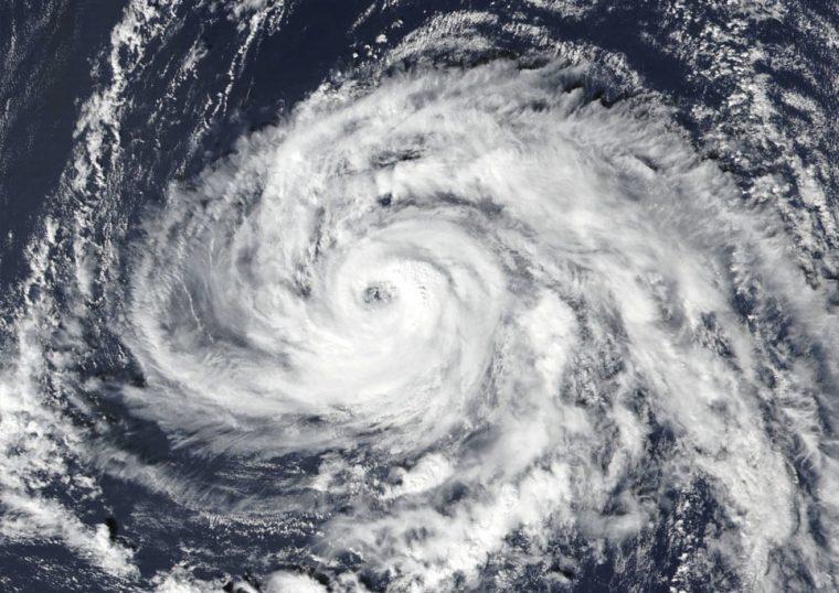 Imagen del satélite visible SUOMI NPP de Ophelia, publicada por la NASA.