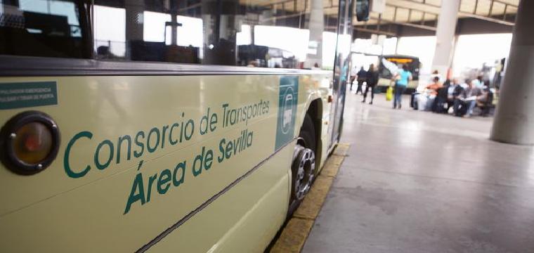 Un autobús metropoitano en la estación Plaza de Armas. / CMT