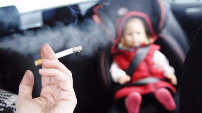 329729_329229_nino-y-humo-de-tabaco-en-coche_thumb_660